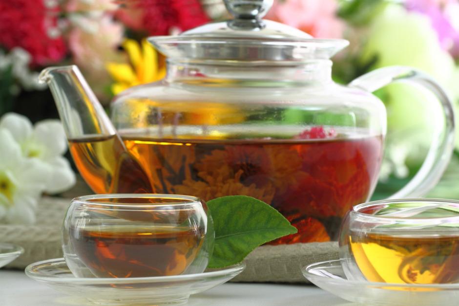 Tea cups and tea pot
